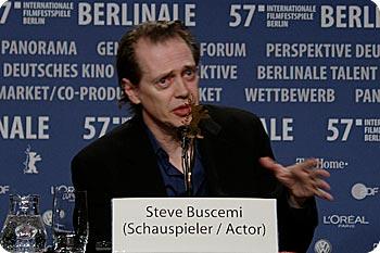 Steve Buscemi på presskonferens i Berlin. Foto: Esbjörn Guwallius © 2007 Film.nu