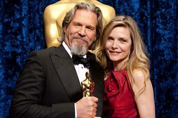 Jeff Bridges med sin Oscar. Här tillsammans med Michelle Pfeiffer. Foto: A.M.P.A.S.